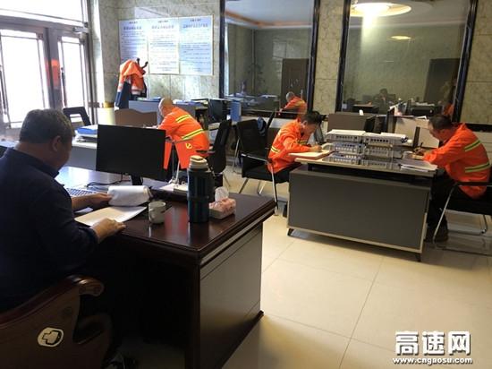 """内蒙古公投阿拉坦额莫勒公路养护管理所开展 """"诚信兴商""""宣传月活动"""