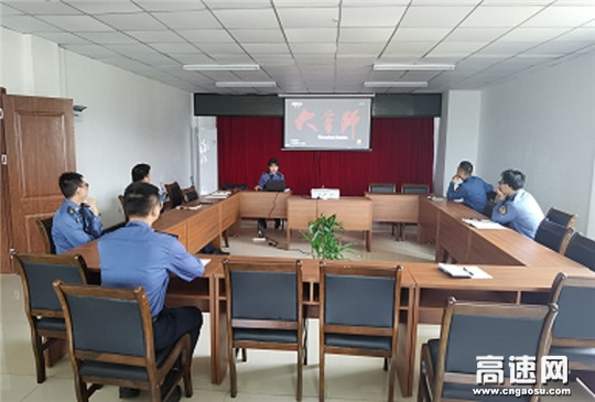 广西高速公路发展中心南宁分中心武鸣路政执法二大队组织党员观看《大会师》主题党日活动