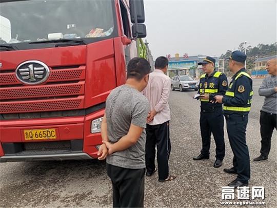 广西高速浦北大队联合交警开展查处非法超限超载运输行动