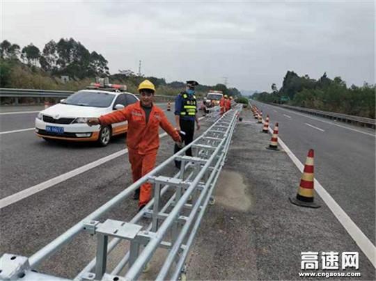 广西高速公路发展中心玉林分中心桂平一大队监管中央活动护栏升级施工