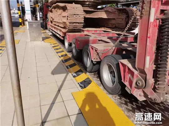班长耐心劝返 超限车打道回府