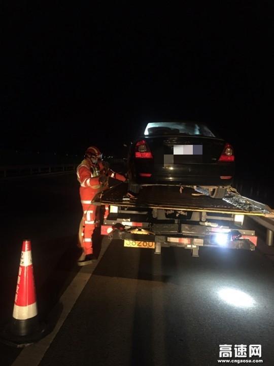 甘肃高速武威清障救援大队快速处置一起单方事故
