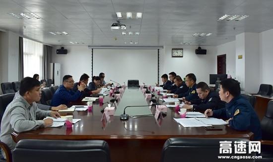 广西南宁高速公路武鸣路政执法二大队参加高速公路入口治超专项整治工作会