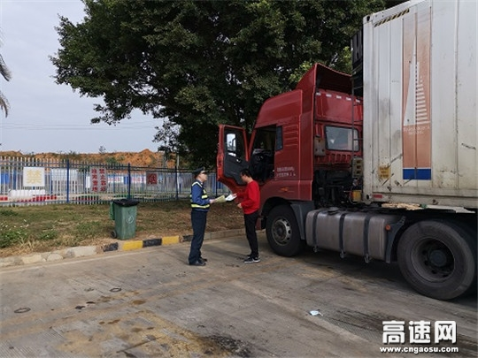 广西玉林高速公路分中心合浦高速路政执法大队积极开展扫黑除恶暨公路法规宣传活动