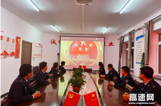 """内蒙古公路呼伦贝尔分公司阿荣旗北通行费收费所组织开展""""国家宪法日""""宣传活动"""