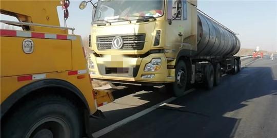 甘肃高速武威救援大队快速处置一起危化品故障车辆