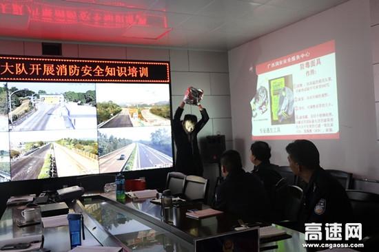 广西高速交警十三大队邀请广西消防安全服务中心教官到队部开展消防技能培训