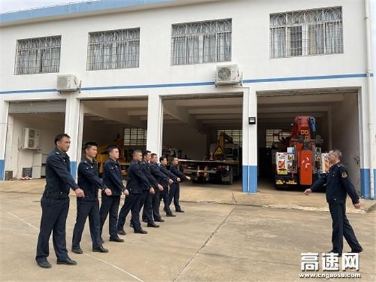 广西玉林高速公路分中心合浦大队组织全体队员开展军事队列训练活动