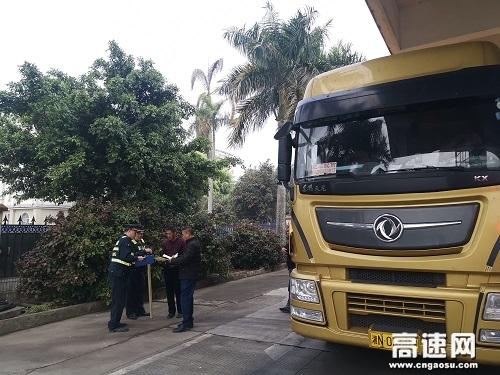广西玉林高速公路分中心合浦路政大队开展超限运输许可宣传活动