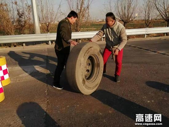 河北沧廊(京沪)高速开发区收费站服务无止境热心助司乘