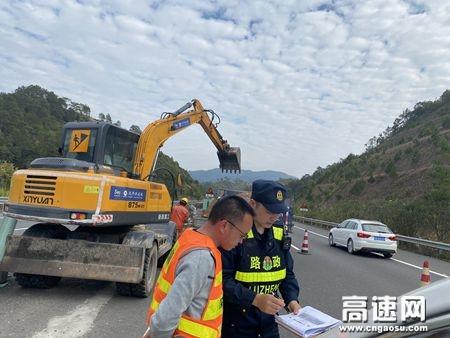 广西高速公路玉林分中心藤县大队开展道路活动护栏施工安全检查