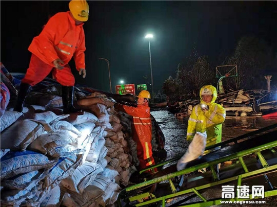 """衢州高速开启抗强寒潮""""橙色""""跨年较量"""
