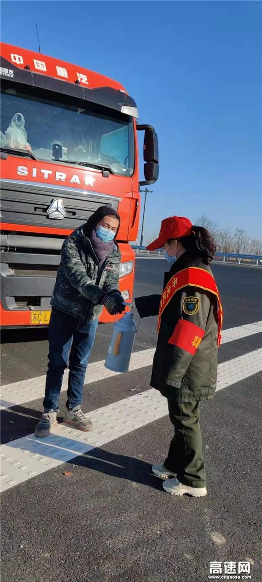 河北沧廊(京沪)高速开发区收费站疫情期间热心援助温暖司乘