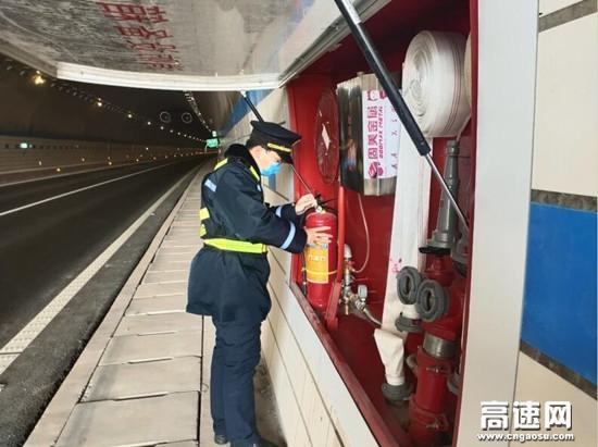 广西玉林高速公路蒙山路政执法大队加强辖区高速隧道安全检查