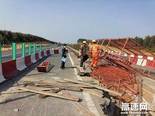 广西玉林高速公路合浦路政大队开展春运节前安全生产检查工作