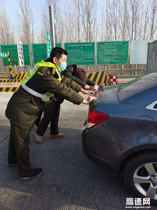 河北沧廊(京沪)高速木门店收费站真情服务暖人心