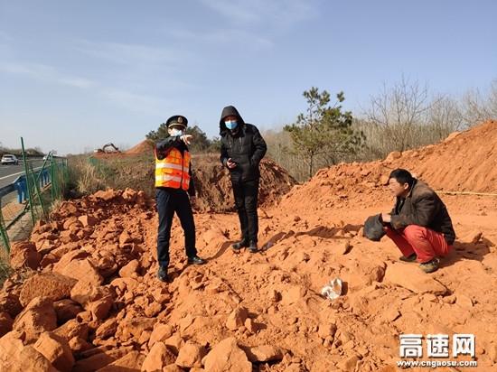 湖北汉十路政支队谷竹第一大队加强施工监管力度,确保道路安全畅通
