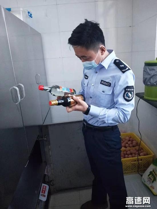 内蒙古霍尔奇收费所开展春节前食品安全检查工作
