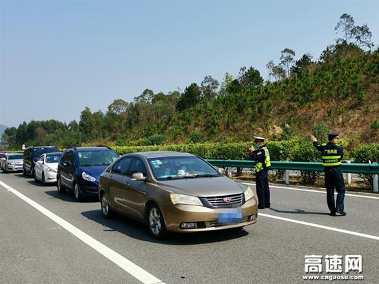 广西玉林分中心春节保畅情满旅途博白大队呈现最可爱的人