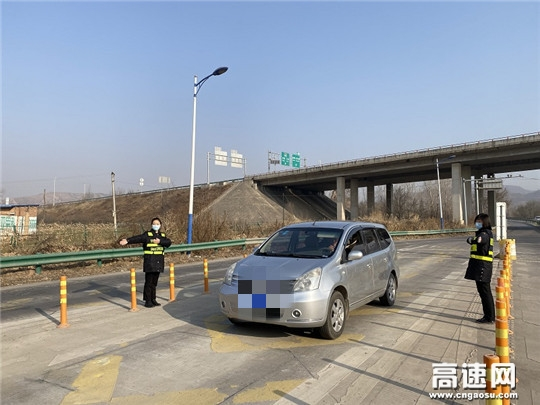 甘肃高速泾川所长庆桥收费站全力做好春运保畅工作