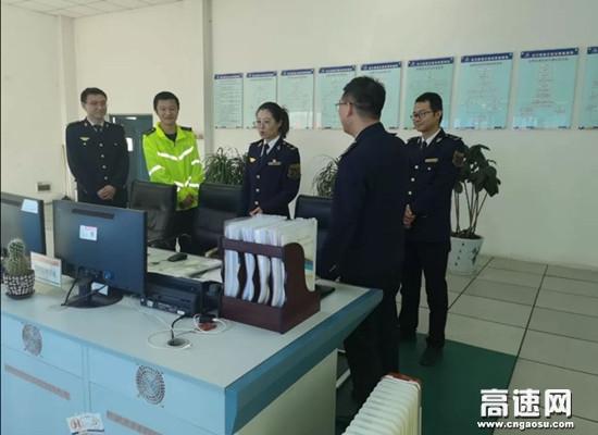 甘肃高速泾川所党支部书记前往泾川东收费站检查指导工作