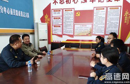 广西高速公路玉林分中心党总支书记、主任黄昌平深入藤县大队看望、指导工作