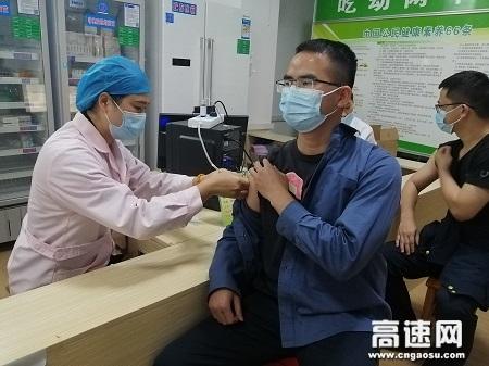 广西玉林高速公路桂平一大队组织队员有序接种新型冠状病毒第二针疫苗