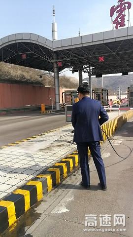 山西临汾霍州西收费站持续开展卫生环境整治活动