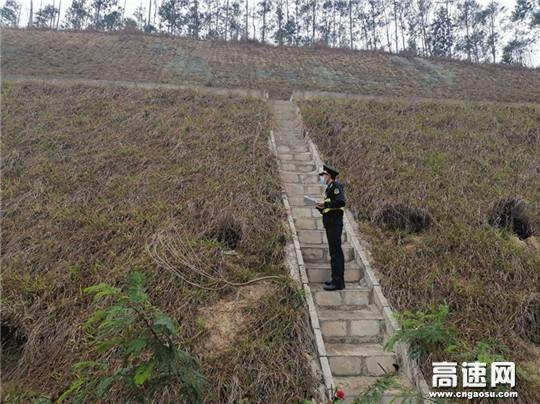 广西高速公路发展中心玉林分中心陆川一大队加强雨天巡查力度积极落实安全生产机制