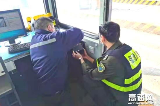 河北保沧公司沙河桥站潜心钻研 巧修雨棚灯
