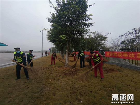 广西武宣高速公路路企联合开展学雷锋志愿服务活动