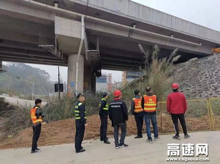 广西玉林高速公路浦北大队联合高速公路运营公司开展安全检查
