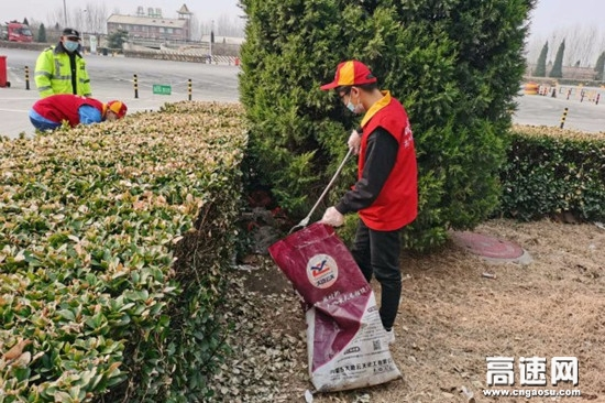 """河北保沧公司高阳服务区环境整治再发力 提升区容""""颜值"""""""