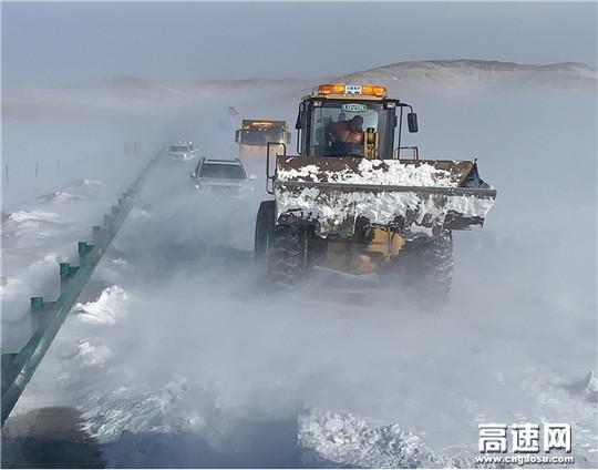 内蒙古公投公司呼伦贝尔分公司积极应对极端恶劣天气全力保证公路畅通