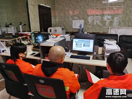 内蒙古公投阿拉坦额莫勒公路养护管理所积极做好国家综合立体交通网规划纲要的宣传活动