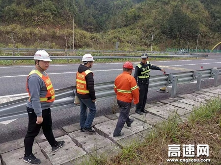 广西玉林高速公路平南大队联合路企开展安全隐患排查