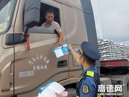 广西玉林高速公路藤县大队走访宣传大件运输政策活动