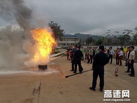 """广西玉林分中心""""警路企""""在平南东管理区开展联合消防演练"""