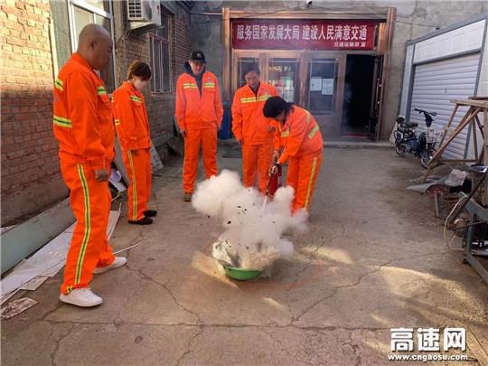 内蒙古公投阿拉坦额莫勒养护管理所开展消防应急演练