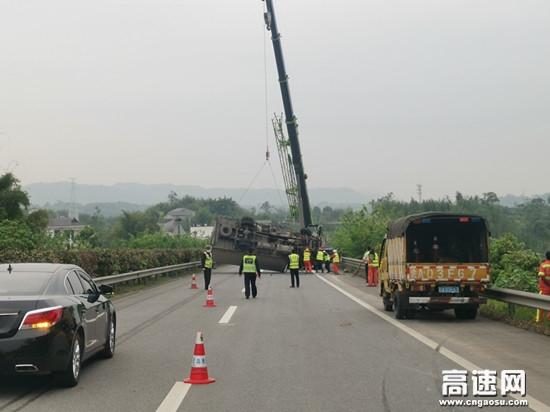 高速路上货车侧翻,江习高速紧急救援