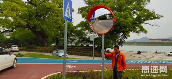 """浙江衢州沿江公路开展交安设施整治 系紧公路""""安全带"""""""