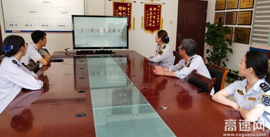 甘肃高速泾川西收费站组织开展低碳生活、绿建未来活动