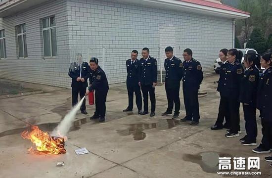 甘肃高速泾川西收费站开展应急消防演练
