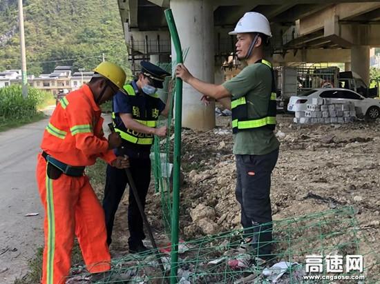 广西柳州高速公路都安大队开展清理整治桥涵堆积物行动