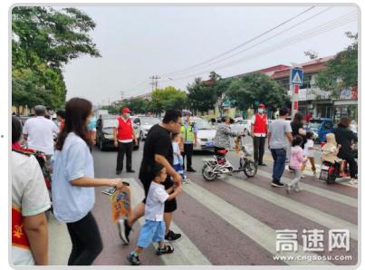 河北沧廊(京沪)分公司孟村西收费站 组织志愿者开展交通疏导活动