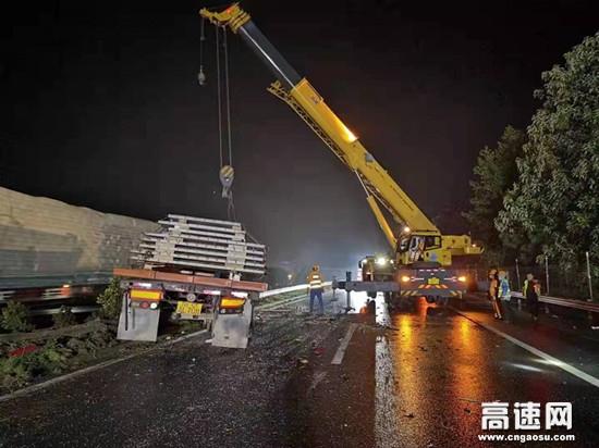 江西交投巾石车辆救援队风雨时速7小时 大道通衢保畅通