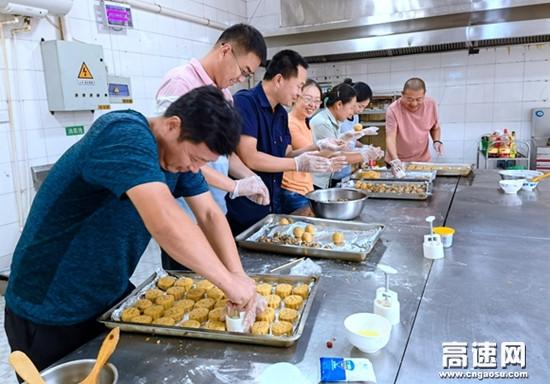 河北京石高速公司教育培训中心自制月饼迎中秋