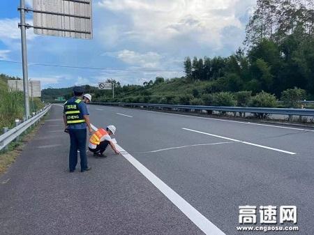 广西玉林高速平南路政大队积极开展与养护联合安全隐患排查工作