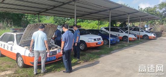广西南宁高速公路车辆安全检查专项组到良庆路政执法一、二大队开展国庆节前车辆安全检查