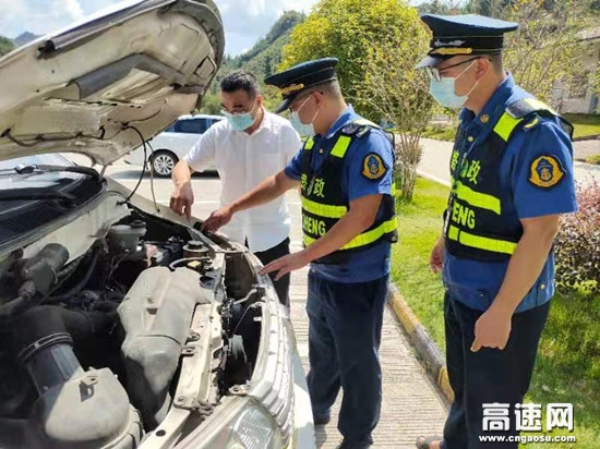 广西柳州高速公路南丹路政大队开展学党史为民办实事活动